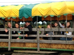 sean-jp-heidi-erin-samantha-sierra-at-pumpkin-patch